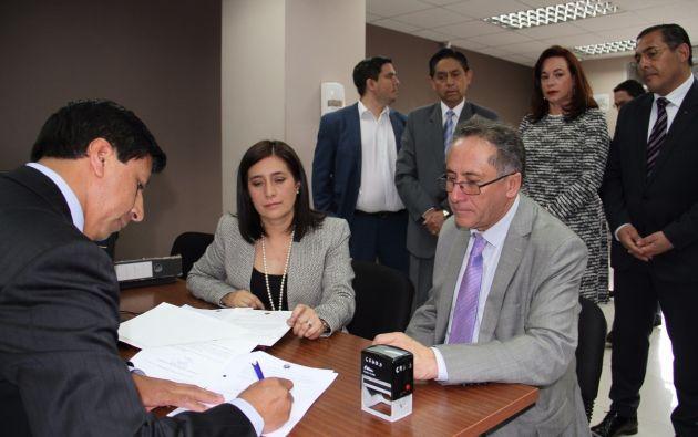 En la entrega del pliego ante la máxima instancia judicial participaron Johana Pesantez, Miguel Carvajal, María Fernanda Espinosa, y Patricio Zambrano. Foto: Secom