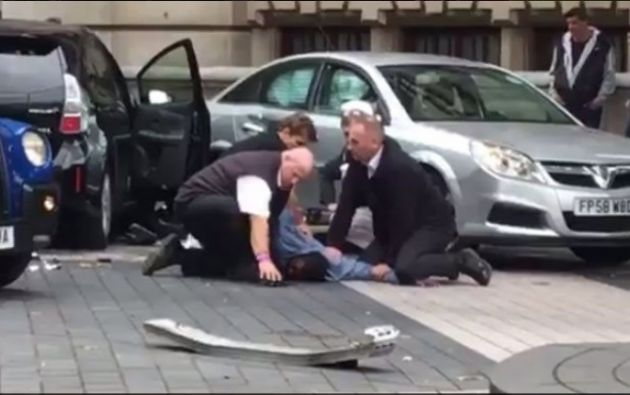 Gente herida y un hombre detenido en incidente con un vehículo en Londres (policía). Foto: Redes