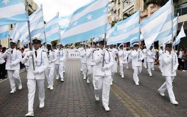 4.000 participantes de colegios fiscales y particulares de la ciudad, bandas acantonadas y grupos de baile, son parte de la celebración organizada por el Municipio. Foto: archivo