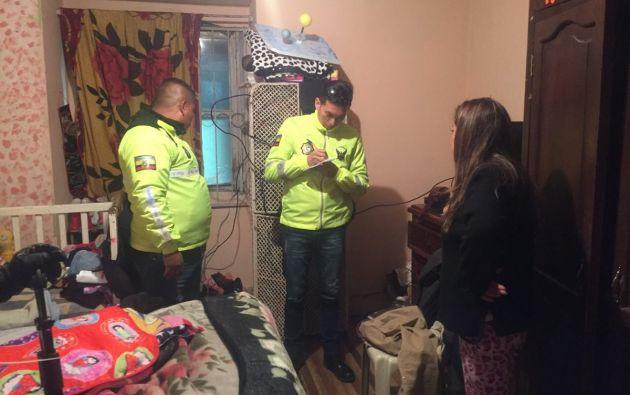 El ministerio del Interior informó en tanto que se realizaron varios allanamientos en Quito, en los que se decomisó licor artesanal. Foto: Min. Interior