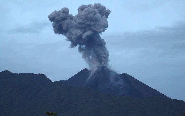 """El Instituto Geofísico (IG) de la Escuela Politécnica Nacional informó hoy de que El Reventador """"mantiene una actividad eruptiva alta"""". Foto: archivo"""