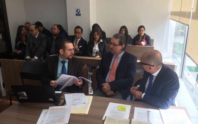 La audiencia se desarrolló sin el expresidente, representado por su abogado Caupolican Ochoa. Foto: Twitter