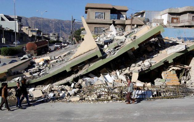 Numerosos edificios se han derrumbado y miles de personas han pasado la noche en las calles ante el temor a las réplicas. Foto: Reuters