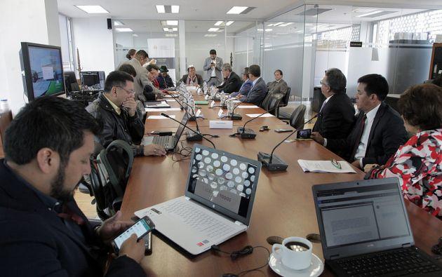 El asambleísta Ángel Gende escuchó los planteamientos de los representantes de la comunidad venezolana. Foto: Asamblea