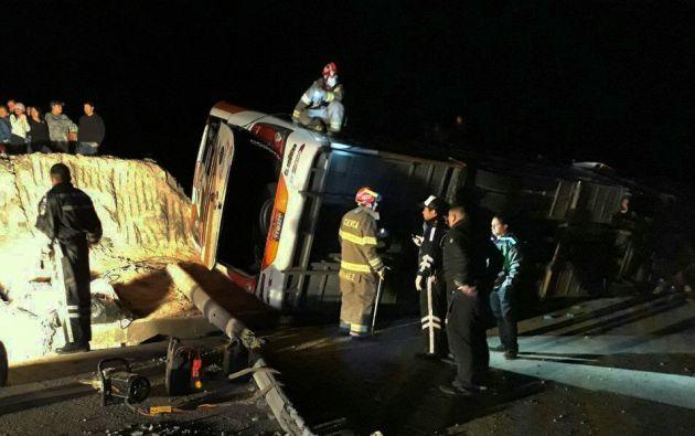 Hasta el momento se conoce que en el accidente estuvo involucrado un bus interprovincial: Turismo Oriental, que cubría la ruta Cuenca - Loja. Foto: Twitter