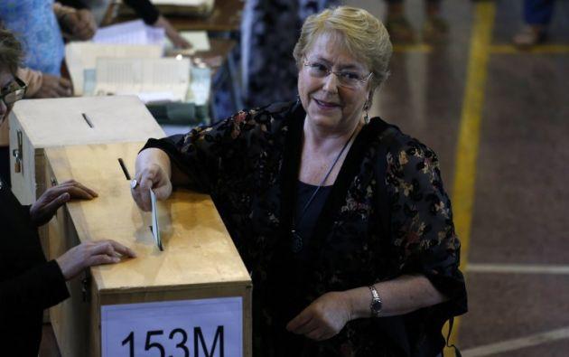 Los casi 40.000 chilenos inscritos en el exterior empezaron a votar el sábado. El primer país en abrir las urnas fue Nueva Zelanda. Foto: AFP