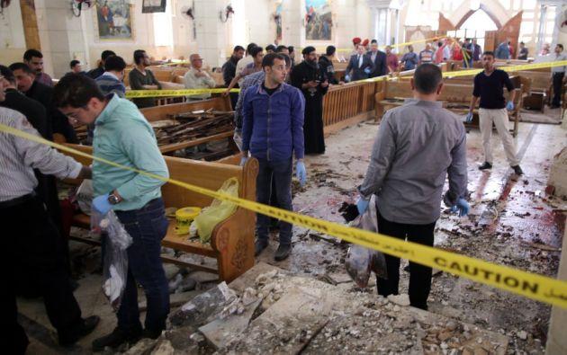 Las ambulancias acudieron rápidamente al lugar de los hechos, mientras que las fuerzas de seguridad egipcias persiguen a los atacantes. Foto: Noticias SIN