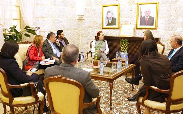 La canciller, como coordinadora del sector externo, señaló que para Ecuador es una prioridad el turismo para fomentar el desarrollo. Foto: Cancillería