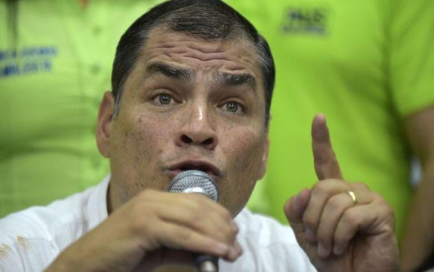"""""""Por supuesto! Siempre defenderé la verdad y la justicia"""", escribió Correa en su cuenta de Twitter. Foto: AFP"""