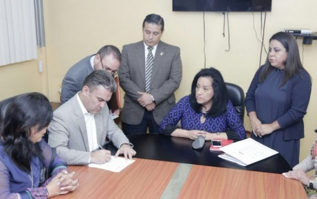 Serrano anunció que la próxima semana remitirá al Consejo de la Judicatura la misma denuncia entregada en la Fiscalía. Foto: Asamblea