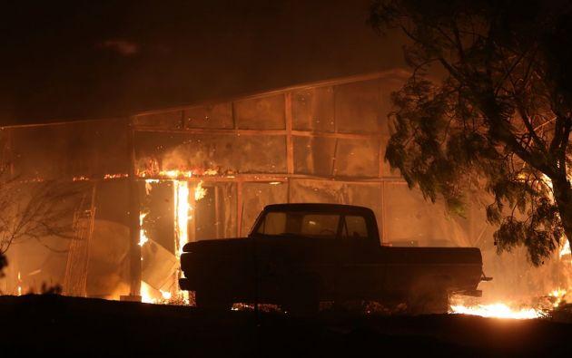 """""""Los vientos están aumentando y se espera que el incendio se expanda"""", indicó el Departamento de Bomberos. Foto: Reuters"""