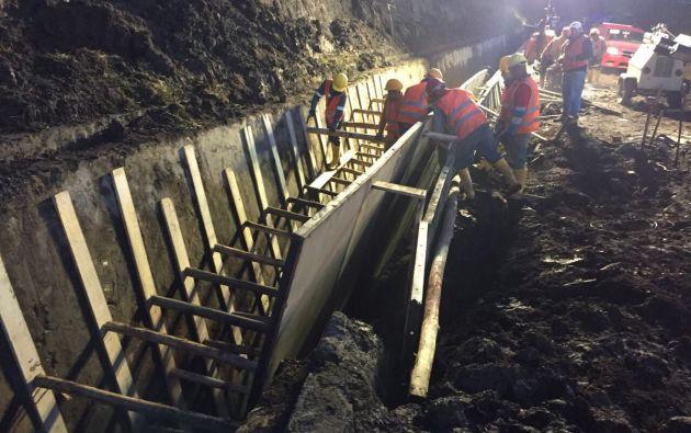 En horas de la madrugada finalizó la limpieza y encofrado del canal Pita que abastece de agua potable a gran parte de la ciudad. Foto: Alcaldía Quito