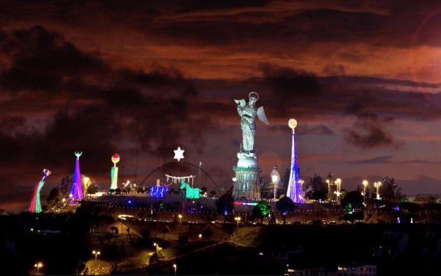 """La capital ecuatoriana se convierte desde hoy en un inmenso pesebre con la iluminación de un belén en la cima del """"Panecillo"""". Foto: Ministerio de Turismo"""