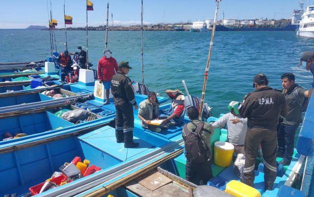 Bote pesquero de Manta y ocho fibras fueron aprehendidas dentro de la Reserva Marina de Galápagos. Foto: Parque Galápagos