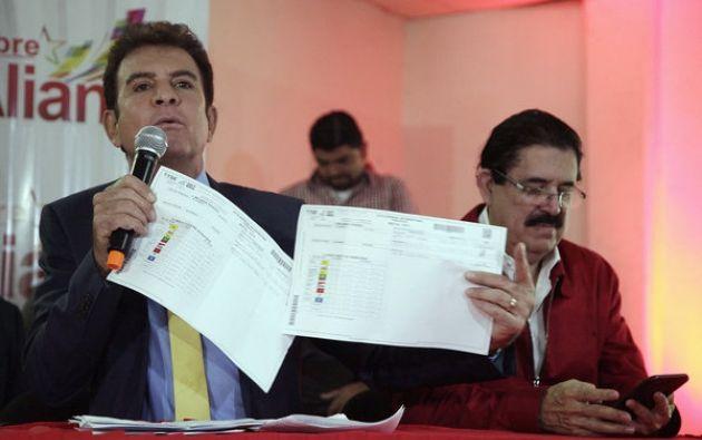 Nasralla, candidato de la izquierdista Alianza Opositora, viajó a Estados Unidos para denunciar un supuesto fraude en favor del presidente Juan Orlando Hernández. Foto: AFP