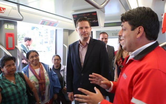 El 18 de diciembre, Rodas inauguró una réplica en tamaño real de lo que serán los trenes del Metro de Quito. Foto: Municipio Quito