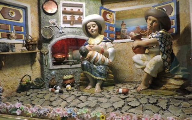 Una colección de ochenta pesebres, algunos de los cuales provienen de otras latitudes del mundo, se presenta en la iglesia de San Francisco, en el casco colonial de Quito, donde la Navidad también florece con material reciclado. Foto: Redes