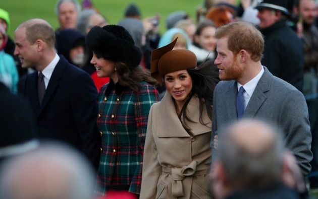 La exactriz, de 36 años, que se comprometió oficialmente con el nieto de Isabel II el pasado mes, asistió al tradicional servicio religioso de Navidad. Foto: Reuters