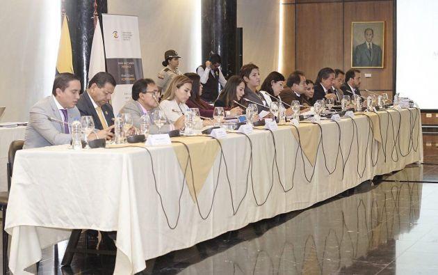 """Carrión indicó que """"hasta que el Pleno no elija a la nueva vicepresidenta, nosotros no podemos arrogarnos funciones y el trámite debe continuar"""". Foto: Asamblea"""