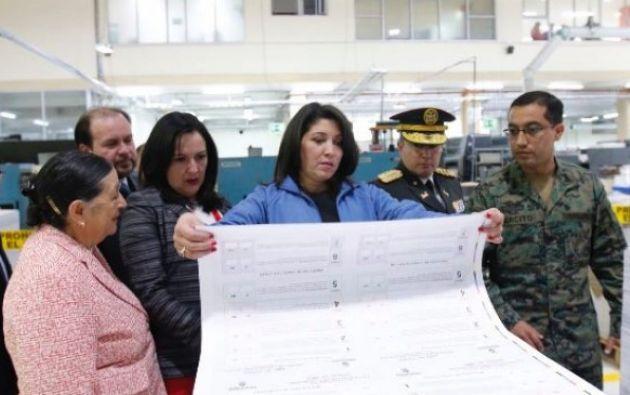 La titular del CNE, Nubia Villacís, destacó que el proceso de impresión avanza a una velocidad mayor a la programada. Foto: El Ciudadano