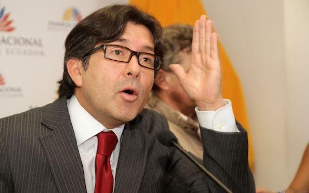 César Montúfar, catedrático universitario y político. Ha sido asambleísta constituyente (1998) y asambleísta provincial (2009). Dirige el partido Concertación Nacional.