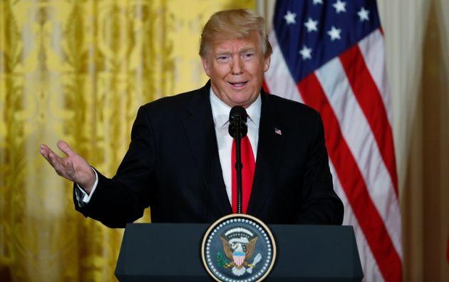 Una semana después de su investidura, Trump decretó la suspensión por 90 días al ingreso de personas provenientes de siete países de mayoría musulmana. Foto: Reuters