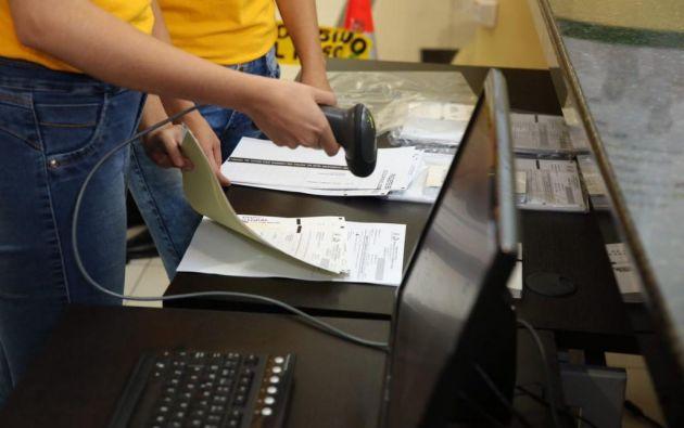 El voto en el exterior podrá realizarse en 76 oficinas consulares del Ecuador en 46 países. Foto referencial