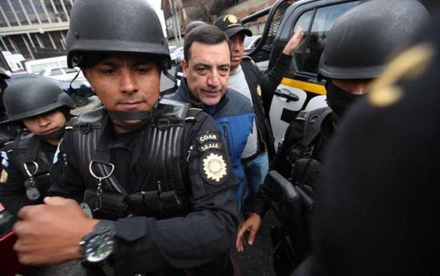 Mansilla justificó que el bono estaba estipulado en un acuerdo interno del ejército. Foto Prensa Libre: Paulo Raquec