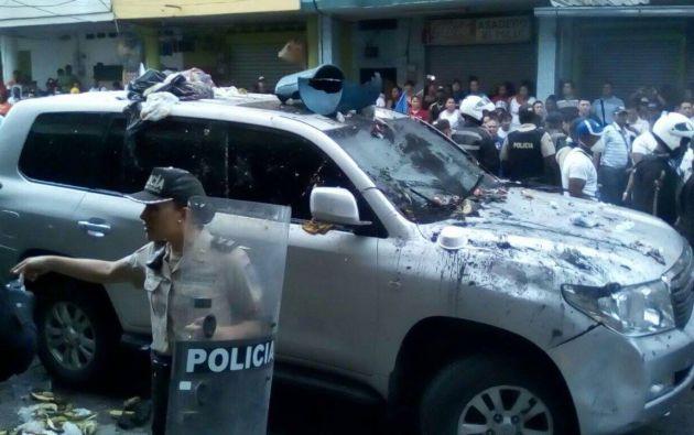 El exmandatario acusó al alcalde de la localidad de Quinindé de convocar a los participantes en la turba. Foto: Twitter