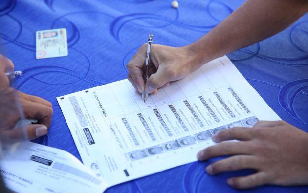 Los 13 millones de ecuatorianos llamados a las urnas deberán responder a siete preguntas. Foto: CNE