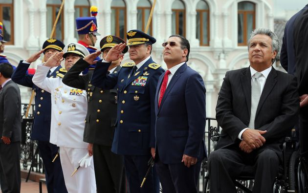 Durante el saludo protocolario del presidente Lenín Moreno con los altos mandos militares, expresó que había conversado con el gobierno colombiano. Foto: Presidencia