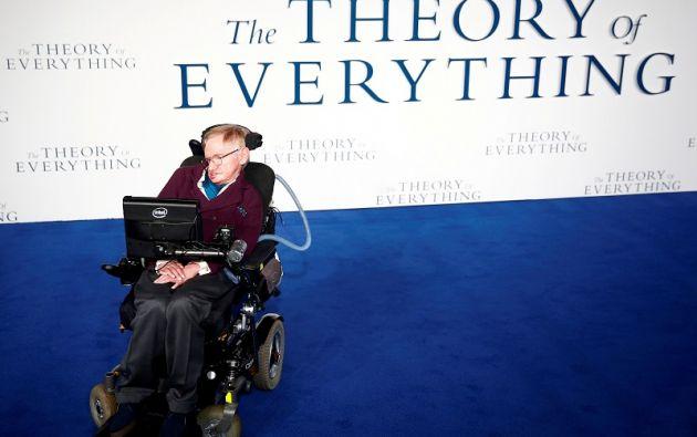 Hawking fue un físico teórico, astrofísico, cosmólogo y divulgador, que sufría una dolencia motoneuronal vinculada con la esclerosis lateral amiotrófica (ELA). Reuters