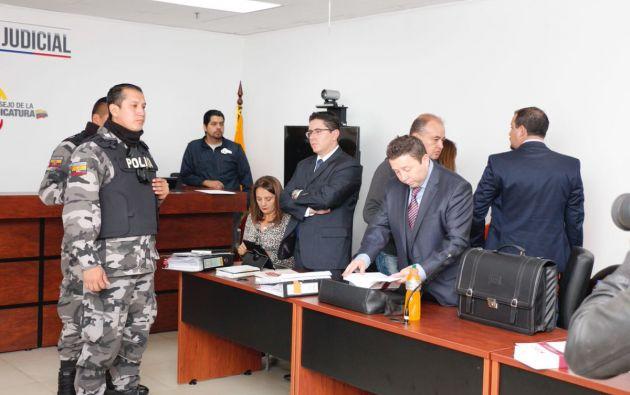 Durante la audiencia, el fiscal del caso, Fabián Salazar, presentó los elementos de convicción para acusar a los 3 procesados. Foto: Fiscalía