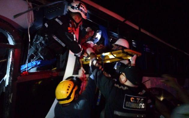 Al menos once personas fallecieron y otras 54 presentan politraumatismos. Foto: CTE