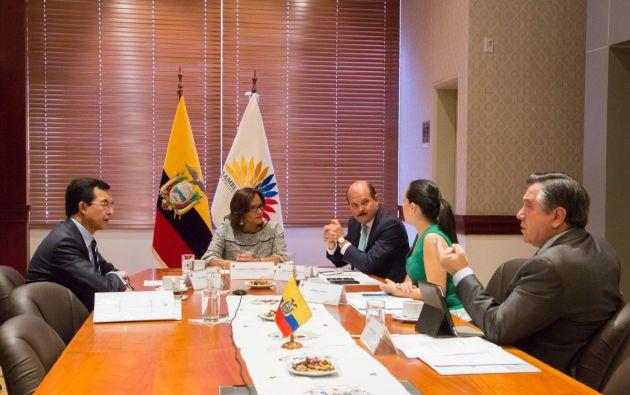 En la sesión del CAL participó: Elizabeth Cabezas (presidenta de la Asamblea), Carlos Bergmann, Patricio Donoso, Verónica Arias y Luis Fernando Torres. Foto: Asamblea