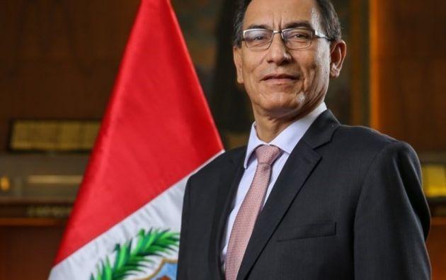 """A través de su cuenta en Twitter, Vizcarra expresó que está """"indignado por la situación actual, como la mayoría de los peruanos"""".   Foto: Clarín"""