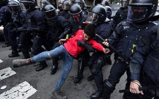 Detenidos en Barcelona en protestas por detención de Puigdemont. Foto: AFP