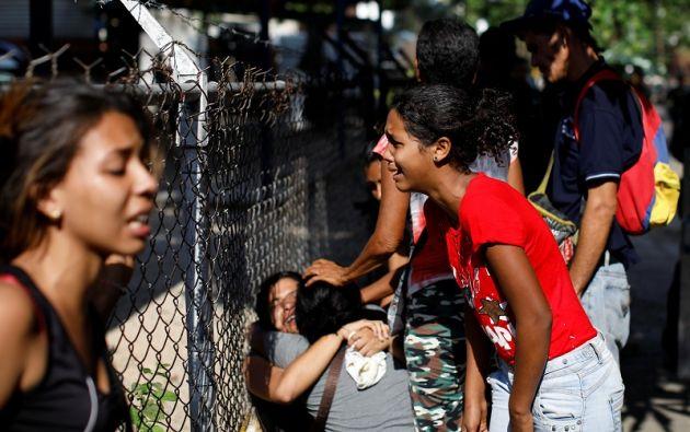 En medio de la confusión, familiares intentaron ingresar a la sede policial. Foto: Reuters
