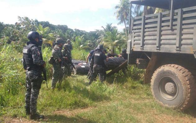 Decomisa 50 bidones con precursores químicos en San Lorenzo. Foto: Fuerzas Armadas