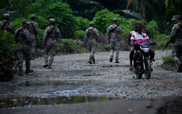 El pasado 26 de marzo el periodista Javier Ortega, de 36 años; el fotógrafo Paúl Rivas, de 45, y el conductor Efraín Segarra, de 60, fueron secuestrados por disidentes de las FARC. Foto: AFP