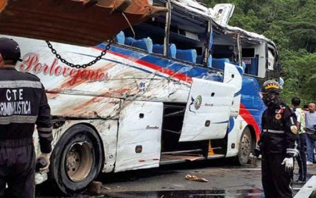 Trece muertos dejó el volcamiento de un bus de Rutas Portovejenses a siete kilómetros de Jipijapa. Hasta ahora se presume impericia del conductor.