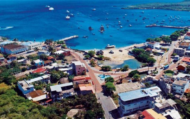 Desde los años 80 empezaron a aurbanizarse cuatro de las islas de Galápagos. Ahora, es necesario controlar el crecimiento poblacional. Hace 40 años se llamaba patrióticamente para la colonización.