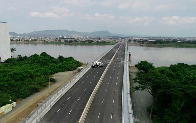 Su inauguración será el próximo jueves 3 de mayo y sus creadores prometen que el nuevo puente será un gran aliado para mejorar el flujo vehicular entre los dos cantones. Foto: Ecuavisa