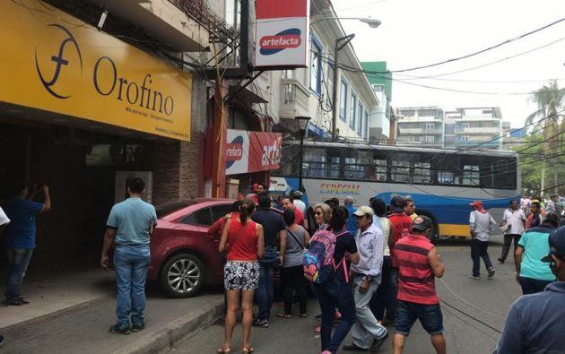 Según información preliminar, al bus le habrían fallado los frenos. Foto: @Municipio_Manta