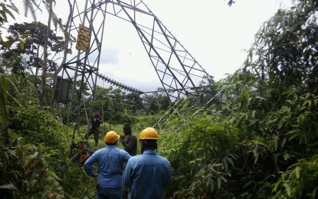 El ataque, que al parecer afectó dos torres de energía, ocurrió el miércoles en la noche entre la vía que conecta a la ciudad de Pasto y Tumaco. Foto: Twitter