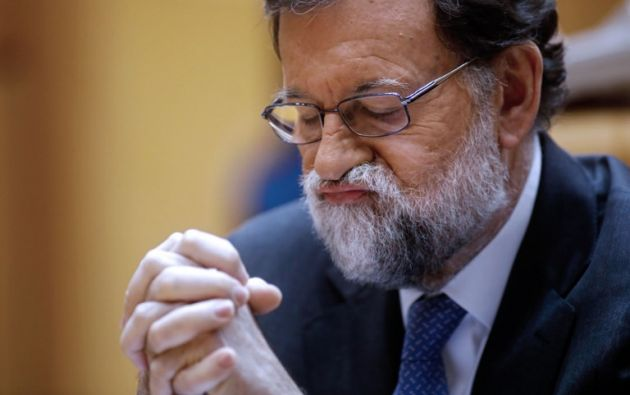 """""""Me ha pasado una cosa verdaderamente notable, que lo he escrito aquí y no entiendo mi letra"""", dijo Rajoy. Foto: AFP"""
