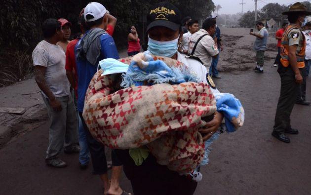 """La erupción concluyó después de 16 horas y media de actividad, pero """"existe la probabilidad de una reactivación"""", indicó el Instituto de Vulcanología. Foto: AFP"""