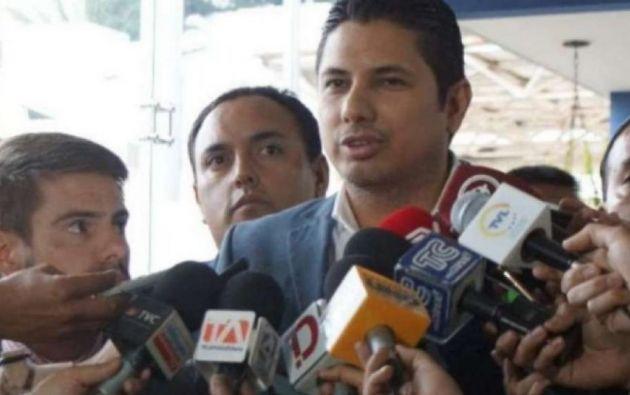 """""""El día jueves a las 10H45 de la mañana. Fue a suplicarle a Chicaiza que salve a Rafael Correa"""", dijo Balda. Foto: Ecuador TV"""