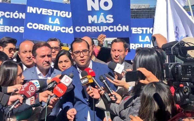 QUITO, Ecuador.- Dirigentes y autoridades del movimiento CREO presentaron denuncia en Fiscalía. Foto: @HectorYepezM