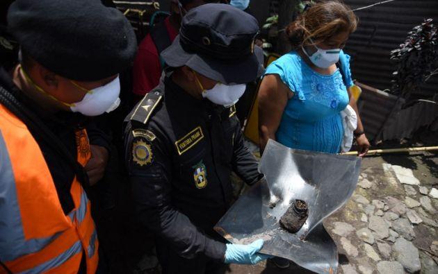 Lenta agonía por identificar a muertos por el volcán en Guatemala. Foto: AFP